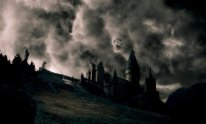 HP6-VFX-00367 Dark clouds swirl over Hogwarts in a scene from Warner Bros. PicturesÕ fantasy adventure ÒHarry Potter and the Half-Blood Prince.Ó