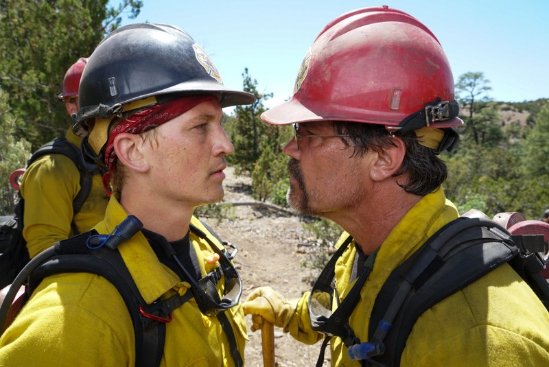 Miles Teller and Josh Brolin in Only the Brave